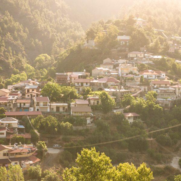 מסע עומק מצולם ללב קפריסין היוונית